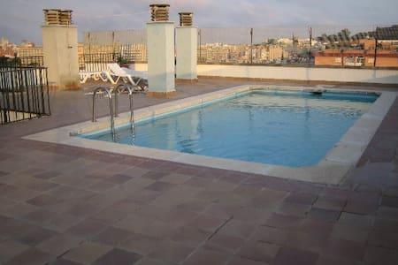 Bonito apartamento con piscina - Apartament