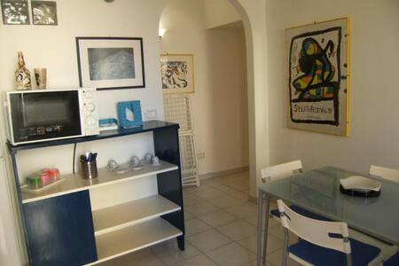 Appartamento a pochi metri dal mare - Huoneisto