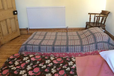 Twin bedroom, convenient location, Penarth. - Penarth - Townhouse