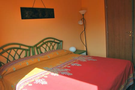 Rooms with a view - Orange Room - Bed & Breakfast