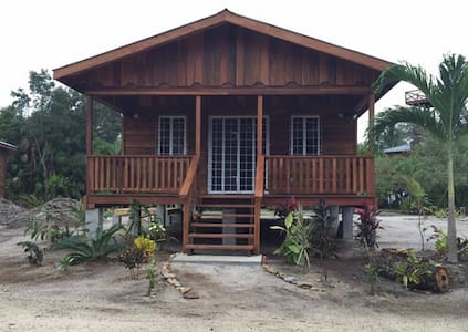 2 bedrooms, full kitchens, AC, wifi Placencia - Bungalow