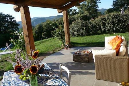 Gîte joli avec grande terrasse - Triana - House