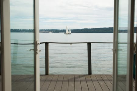 Vashon Beach Retreat on the water! - Cottage