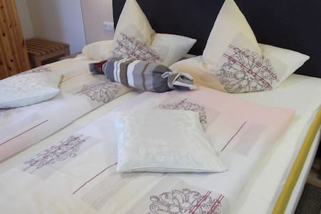 B&B-double room private bathroom -Garmisch 21 km - Bed & Breakfast