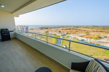 New 1 Bed with Great View, Awesome Beach Club! - Társasház