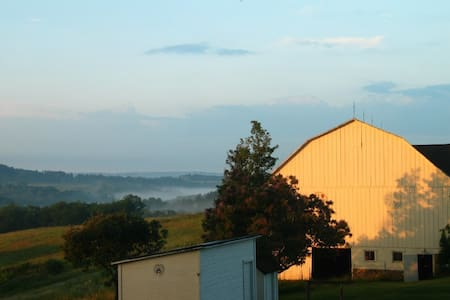 135 acre beautiful farm only 45 min to Pittsburgh! - Ház
