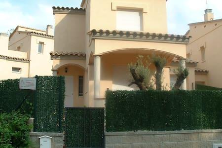 Villa con piscina y jardín privado HUTG 021448-86 - L'Escala - Villa