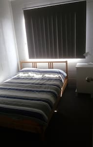 Small Double Room close to Airport + Brisbane City - Albion