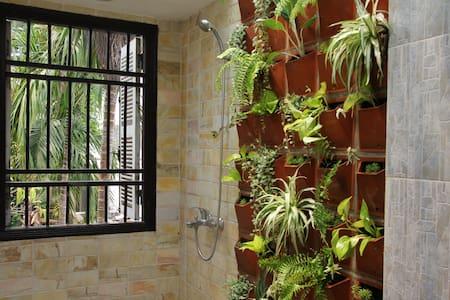 Garden lover's boutique retreat, near Danang beach - House