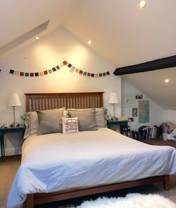 Double ensuite in cosy coach house - House