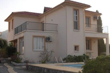 Вилла в 5 минутах ходьбы от пляжа - Çatalköy - 別荘