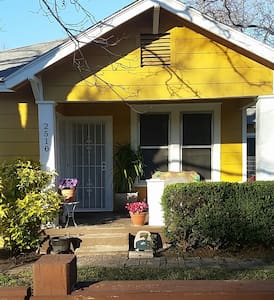 East Austin Bungalow Bang 4/Yr Buck