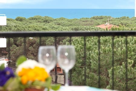 Special Offer - 2 bed Apt 50m from the sea + pool! - Flat