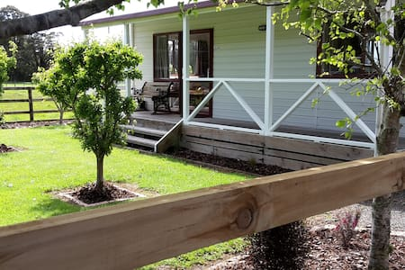 Black Creek Cottage  - Quiet, private country rest - Upper Hutt