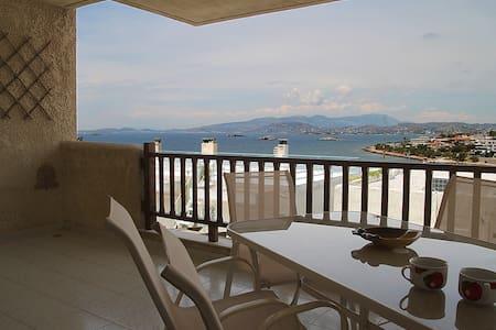 55m modern apartment + garden, unlimited sea view. - Appartement