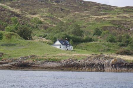 Whole Private Island: Carna House - Acharacle - Ö