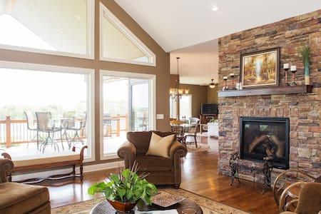 Beautiful and Relaxing Lakehome - Bennington - Casa