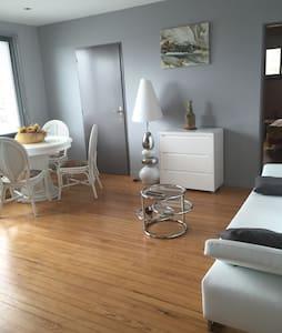 Lumineux apt design et récent T2b avec 3 couchages - Lägenhet