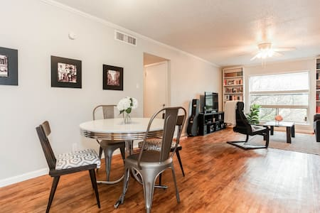 Private Rm near SoCo - Walk to DT! - Austin - Apartment