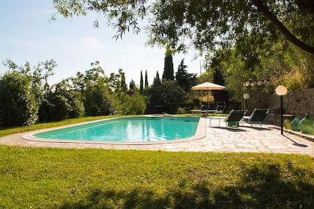House in farm property w/pool, view - House