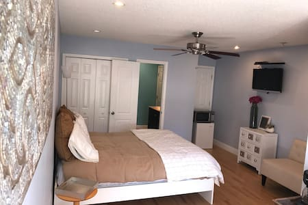 Private entrance, one bedroom and bathroom ensuite - Orlando - House