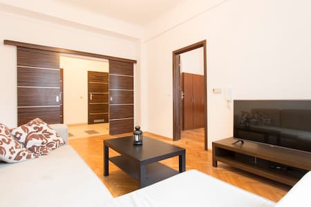 2 BD + LR ♥ MAIN SQUARE ♥ Excellent