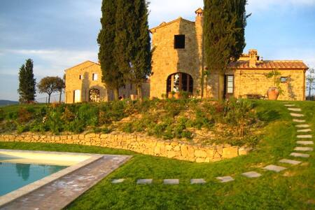 Tuscany retreat with shared pool