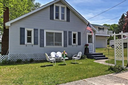 Cozy 3BR Beulah Cottage w/Wifi & Private Backyard - Beulah