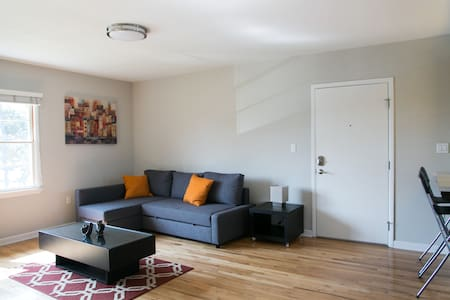 Modern 3 Beds 2 Bath Apt w/ Parking