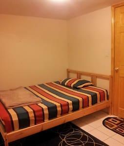 Cozy bedroom near Subway