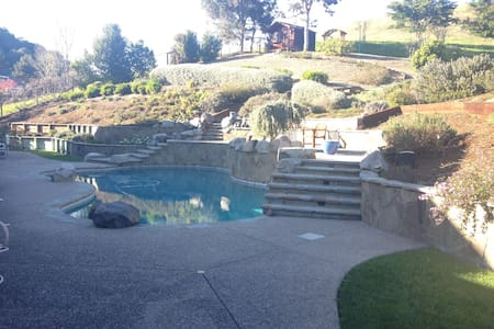 Private entry/ bath/ pool/ hot tub - Novato - 獨棟