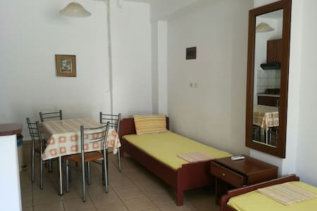 Small apartment near the beach! - Apartment