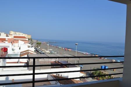 Fantásticas vistas Ático frente al mar WIFI y A/AC - Algarrobo-Costa - Condomínio