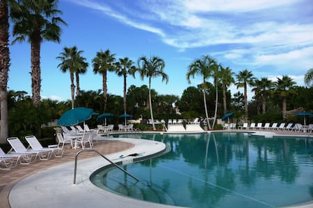 Castle Pines Condo in PGA Village Sleeps 6 - Port St. Lucie