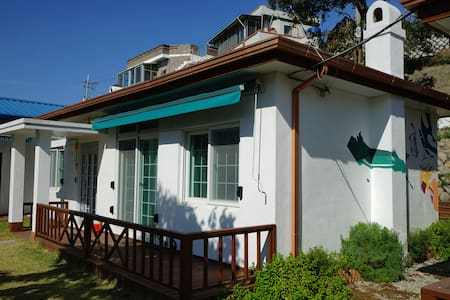 Double room with lovely garden(2인실) 소오게스트하우스 - Dongho-dong, Tongyeong-si - Bed & Breakfast
