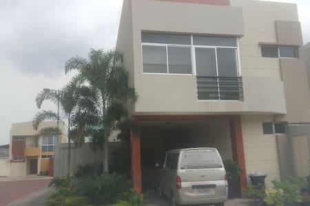 Habitacion en Guayaquil norte - Ház