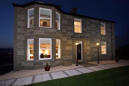 Dauna Lodge Alyth (HotTub & Cinema) - House