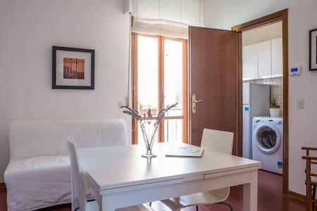 Two-room apartment close to Pisa city center - Huoneisto