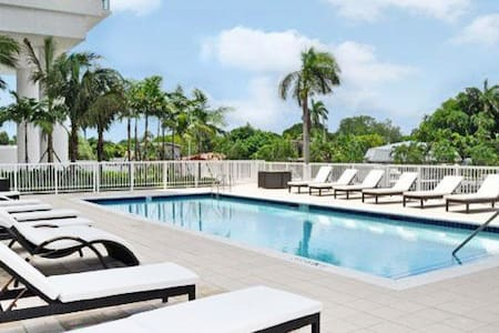 Miami 2/2 one free Parking and gym