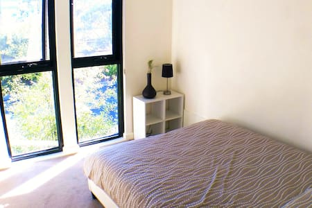 Price for 2 ROOMS, 19 min to CBD! - House