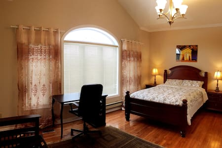 Master Bedroom In a Big House 2-5 - Talo