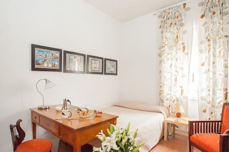 LILY - 12 MIN TO COLOSSEUM BY METRO - Roma - Bed & Breakfast