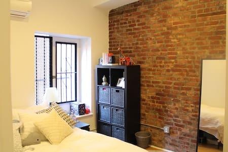 Beautiful high ceiling bedroom in Flatiron - New York - Apartment
