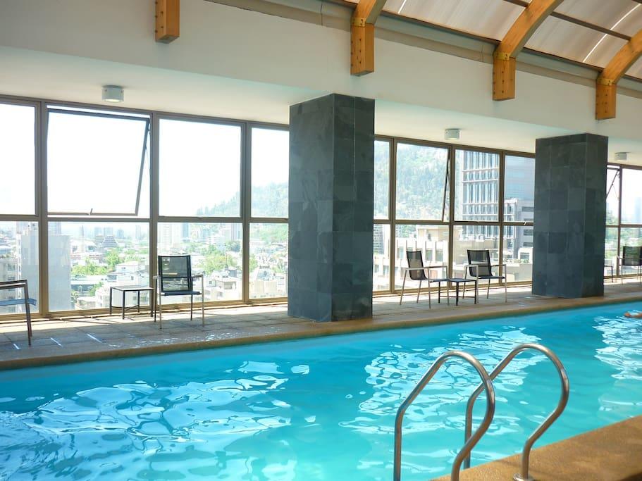 piscina en la azotea del edificio