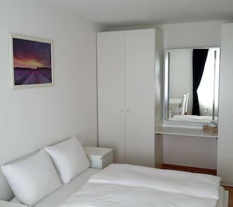 Central, bright & modern (+balcony) - Munich - Apartment