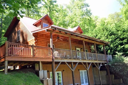 Rising Ridge Cabin w/ mountain view - Mökki
