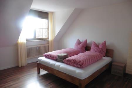 Wohnen - Schlafen - Essen alles in einem Haus - Rammingen - Apartemen