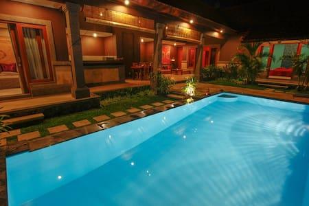 Room type: Entire home/apt Property type: Villa Accommodates: 6 Bedrooms: 3 Bathrooms: 3