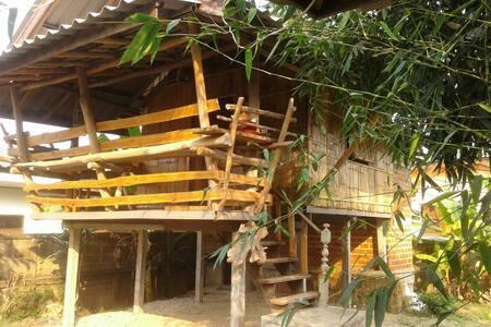 Nee's Thai Style Family HomeStay - Mae Chan  - Rumah