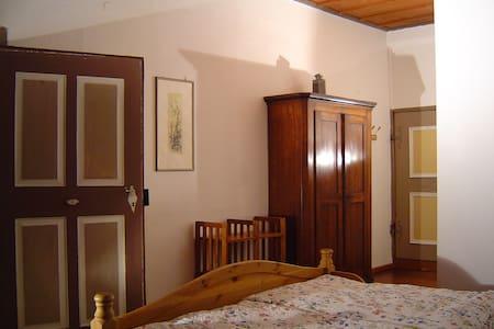 Holzdeckenzimmer in der Burg   - Bühlertann - Pis